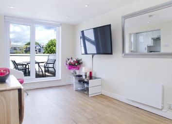 Thumbnail 3 bed flat to rent in King Street, Hammersmith