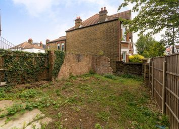 Wood Lane, White City, London W12. 2 bed flat for sale