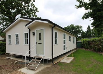Thumbnail 2 bedroom mobile/park home for sale in Fangrove Park, Lyne, Chertsey