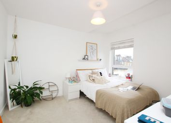 3 bed maisonette to rent in South Lambeth Road, London SW8