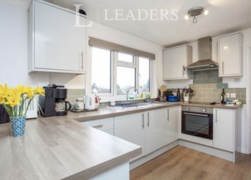 2 bed flat to rent in York Road, Woking GU22