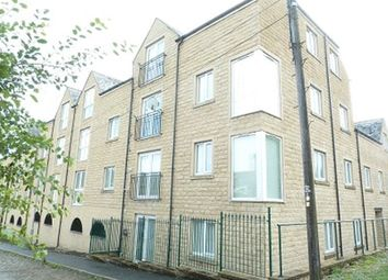 2 bed property to rent in West View, Boothtown, Halifax HX3