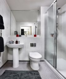 Thumbnail 8 bed flat to rent in Vermont Close, Southampton