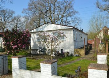 Thumbnail 2 bed mobile/park home for sale in Park Lane, Finchampstead