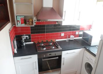 3 bed flat to rent in Manor Road, Mitcham CR4