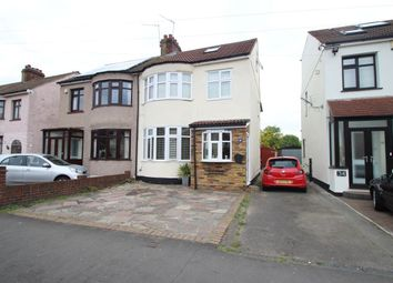 Thumbnail 5 bedroom property to rent in Standen Avenue, Hornchurch