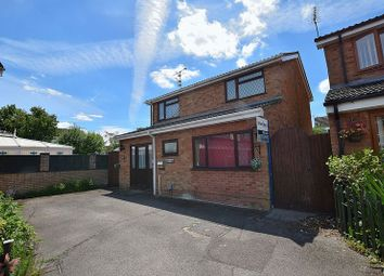 Thumbnail 4 bed detached house for sale in Rotherwood Close, Dunstable