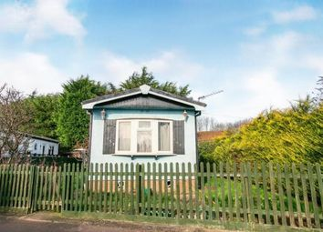 Thumbnail 2 bedroom mobile/park home for sale in Stopsley Mobile Park Home, St. Thomas's Road, Luton, Bedfordshire