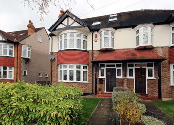 5 bed semi-detached house to rent in Buxton Drive, New Malden KT3