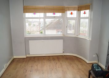 2 bed maisonette to rent in Calne Avenue, Ilford IG5