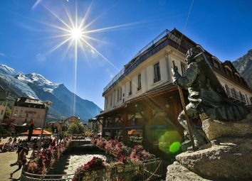 Thumbnail Apartment for sale in Avenue Michel Croz, 74400 Chamonix-Mont-Blanc, France