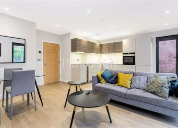 2 bed flat to rent in Finchley Road, Hampstead, London NW3