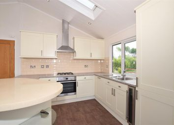 2 bed mobile/park home for sale in Wateringbury Road, East Malling, Kent ME19