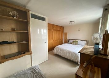Room to rent in Logan Close, Hounslow TW4
