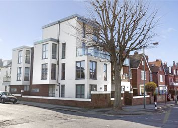 3 bed maisonette to rent in Palmeira Avenue, Hove, East Sussex BN3