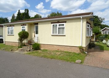 2 bed mobile/park home for sale in Rose Park, Row Town KT15