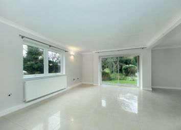 3 bed flat to rent in Hillcrest Road, London W5