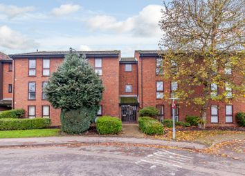 2 bed flat to rent in Claremont, Laleham Road, Shepperton TW17