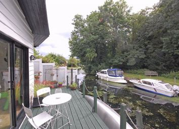 2 bed property to rent in Trowlock Island, Teddington TW11