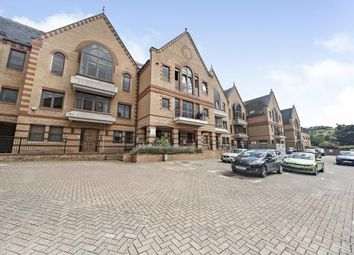 1 Whyteleafe Hill, ., Whyteleafe, Surrey CR3. 2 bed flat