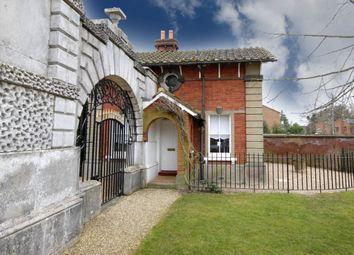 Thumbnail 2 bed detached house to rent in Oatlands Drive, Weybridge