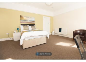 Room to rent in Pontefract Road, Castleford WF10