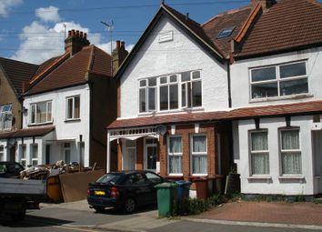 3 bed maisonette to rent in Welldon Crescent, Harrow HA1