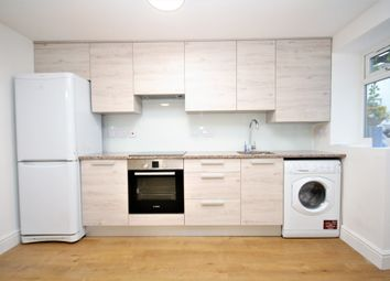 Thumbnail 2 bed flat to rent in Chatsworth Road, Clapton