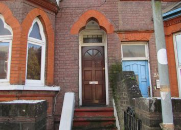 2 bed flat to rent in Stockwood Crescent, Luton, Bedfordshire LU1