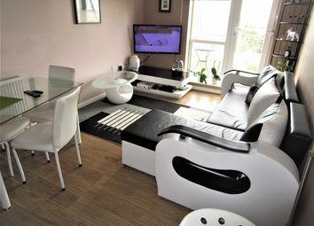 Thumbnail 1 bedroom flat for sale in Kittiwake House, Slough, Berkshire