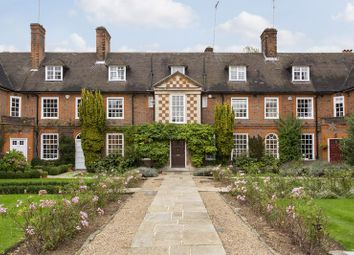 Thumbnail 5 bed property for sale in Corringham Road, Hampstead Garden Suburb, London