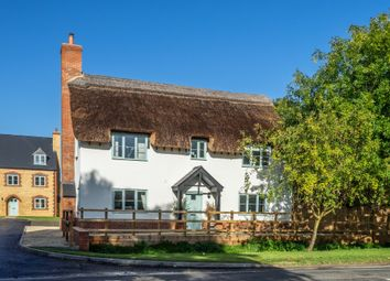 Thumbnail 3 bed cottage for sale in Walnut Close, Little Kineton, Warwick