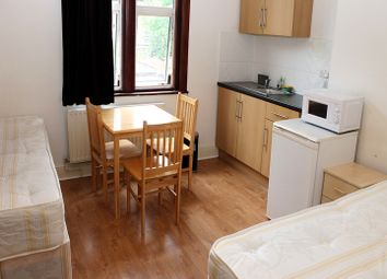 Thumbnail Room to rent in Spencer Avenue, Palmers Green, London