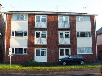 2 bed flat to rent in Heath Terrace, Leamington Spa CV32