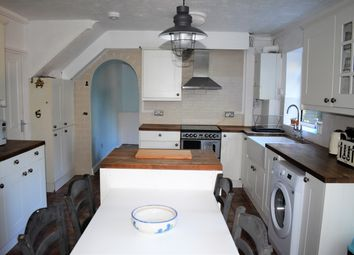 Room to rent in Room 3, Elm Tree Close, Northolt UB5