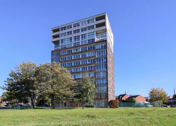 2 bed flat to rent in Oldham Road, Newton Heath, Manchester M40
