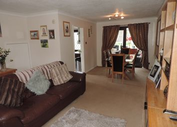 3 bed detached house to rent in Holme Crescent, Royton, Oldham OL2