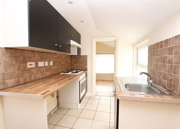 Thumbnail 2 bed flat to rent in High Street South, Dunstable, London