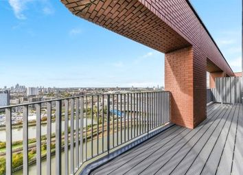 Thumbnail 4 bed flat for sale in Dawsonne House, London City Island