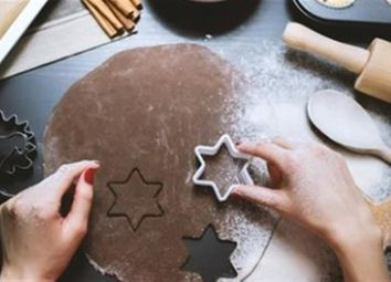Thumbnail Leisure/hospitality for sale in E-Commerce Cake Decorating Shop RG12, Bracknell Forest