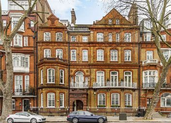 Thumbnail 2 bed flat for sale in Chelsea Embankment, London