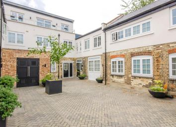 2 bed flat for sale in Cornwall Avenue, London N3