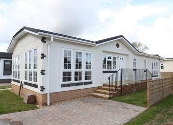 Thumbnail 2 bed mobile/park home for sale in Lechlade, Faringdon Road