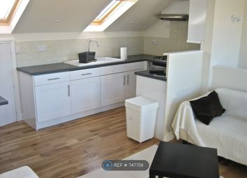 3 bed maisonette to rent in Battersea Rise, London SW11