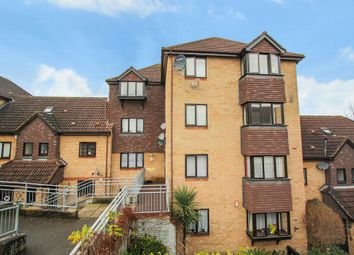 2 bed flat to rent in Hattersfield Close, Belvedere DA17