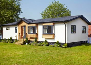 Thumbnail 2 bed mobile/park home for sale in Goldenbank, Falmouth