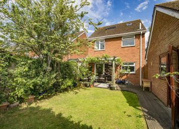 Bensgrove Close, Woodcote, Reading RG8. 4 bed link-detached house