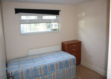 Thumbnail 3 bed flat to rent in Blachshaw Rd, Tooting