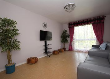 2 bed flat to rent in Lansbury Close, Wembley NW10