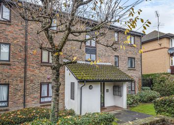 2 bed flat to rent in Talman Grove, Stanmore HA7
